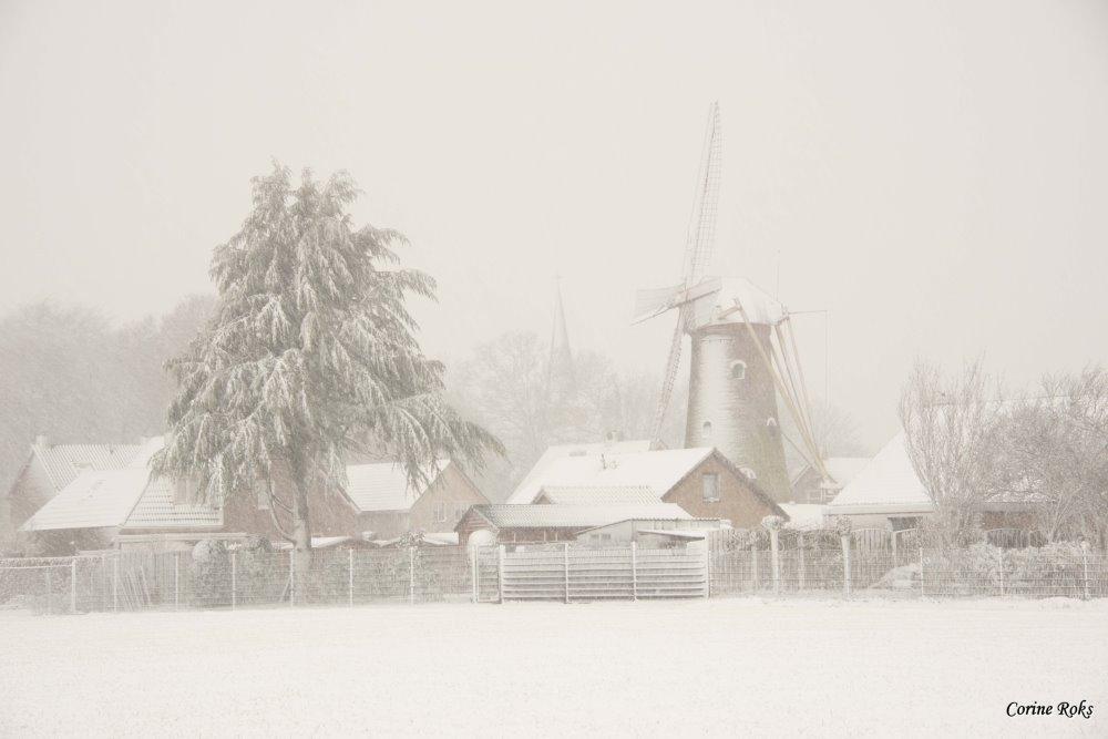 Molen de Hoop Sprundel 1 in de sneeuw